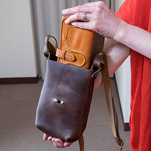 FERNAND LEATHER (フェルナンド・レザー) Latch Pouch M Brown Smooth