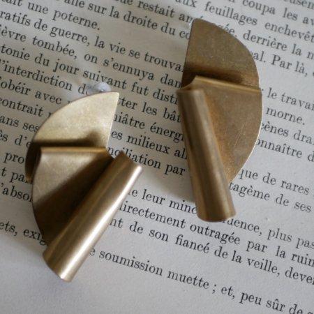 真鍮折り曲げ半円形ピアス