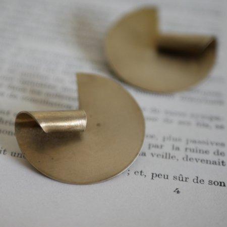 真鍮折り曲げ円形ピアス