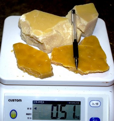 信州産 蜜蝋 100gから販売 ろうそく、蜜蝋クリームを作ってみてはいかがですか