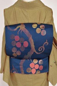 ネイビーブルーにアールヌーボー葡萄唐草美しい洒落袋帯