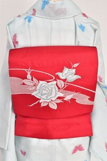 赤地に白の薔薇美しく映えるつくり帯