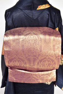 クラレットゴールドにウィリアム・モリスのテキスタイルのような装飾模様美しい袋帯