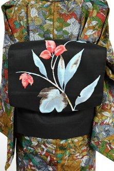 黒地に花のように色づく葉美しい名古屋帯