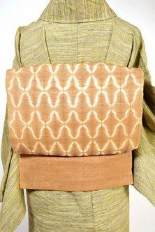 コルクベージュ網目のようなバティック調染模様美しい正絹紬名古屋帯