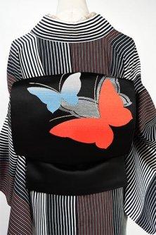 黒地にグラデーション蝶々ひらりと遊ぶ開き名古屋帯