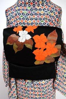 黒地にキンレンカ・オレンジの花模様美しい名古屋帯
