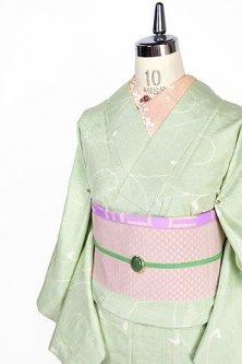 さわやかな緑に唐草模様美しく浮かぶ紬単着物