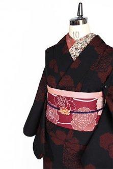 黒と緋の花亀甲絣模様美しい正絹紬単着物