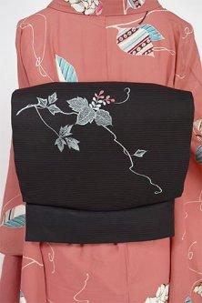 黒地に花蔦の刺繍楚々と美しい名古屋帯