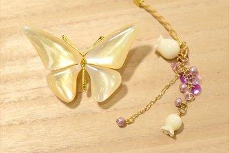 〔ブローチ帯留と根付〕ハニーシロップ色の蝶々と鈴蘭