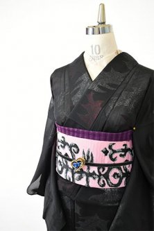 黒地にラメ糸きらめく柊の葉ロマンチックな紗の夏着物
