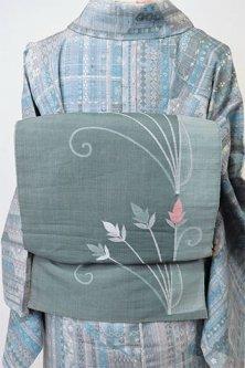 スモークブルーにヨーロピアンフラワー美しい絹麻混開き名古屋帯