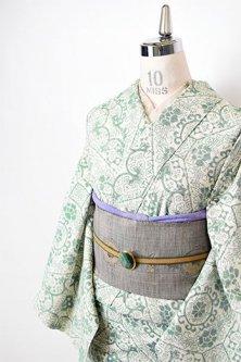 アイボリーとグリーンのアラベスク蜀江文様美しい正絹紬単着物