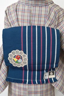 ネイビーブルーストライプにボヘミアン刺繍レース飾り美しいウール名古屋帯