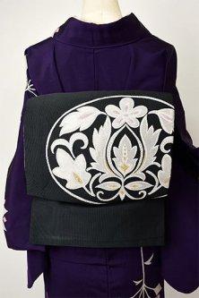 ノーブルブラックに紋章のようなヨーロピアン装飾文様美しいつづれ織り名古屋帯