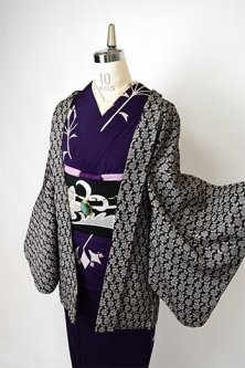 <img class='new_mark_img1' src='//img.shop-pro.jp/img/new/icons6.gif' style='border:none;display:inline;margin:0px;padding:0px;width:auto;' />モノクロームお花レースのようなロマンチックデザイン美しいレトロ羽織