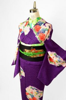 紗綾形紋紫地に本絞り雲取り四季の草花文様美しい大正ロマン付下げ着物