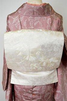 白銀に葡萄蔦の刺繍美しく浮かぶ名古屋帯