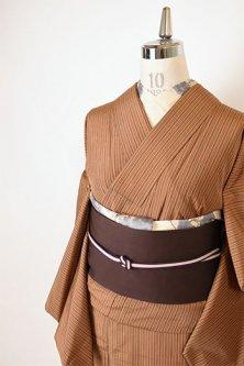 ベージュブラウンに切り嵌め裾文様モダンな正絹紬袷着物