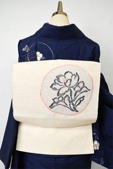 象牙色地にモノクロームとベビーピンクの花の円文様美しい正絹紬名古屋帯