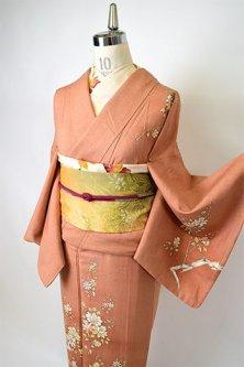 水柿色地に唐花の花枝模様美しい正絹紬付下げ着物