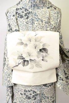 象牙色地にモノクローム花枝模様美しい染め名古屋帯