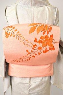 薄珊瑚色地に藤の花美しく浮かぶ正絹紬染め名古屋帯
