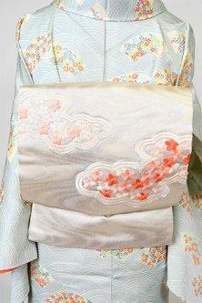 流水白銀地に、花刺繍浮雲文様美しい名古屋帯