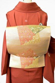 白金色地にカルタのような色紙重ね文様美しい袋帯
