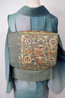 スモークブルーグリーンに東欧ロマンチック装飾模様美しい正絹紬開き名古屋帯