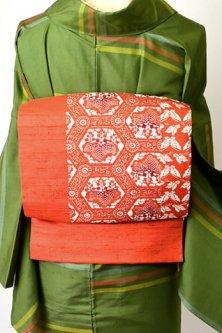 朱色の蝶々と花桐亀甲美しい正絹紬染め名古屋帯