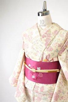 クリーム色にチェコ刺繍のような花飾り愛らしい塩沢風ウール化繊混単着物