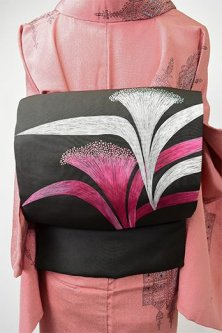 黒地にネムノキのような花もよう美しい正絹塩瀬名古屋帯