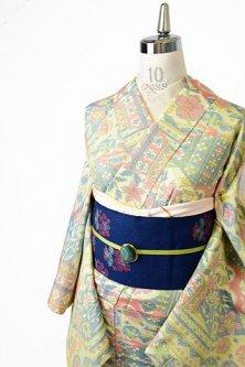 東欧雑貨のような切り嵌め絣模様ロマンチックな正絹紬単着物