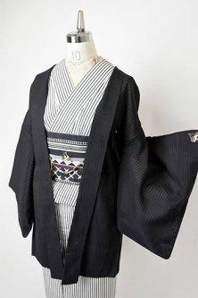 ノーブルブラックにブルーと白の隠しストライプモダンな猫の羽織紐付き紗の薄羽織