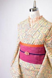 クリームイエローにクロスステッチのような装飾模様ナチュラルモダンなウール単着物