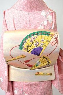 涌波紅彩作・白金に檜扇染め文様美しい袋帯