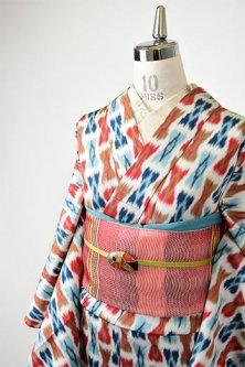 ペールグレーにリボンのような絣模様レトロモダンな正絹御召単着物