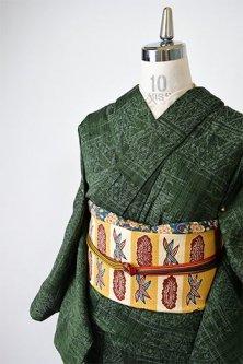 ビンテージグリーンにフォークロア装飾模様美しい夏紬調単着物