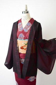 ルビーブラックに透かしと刺繍の花模様美しい猫の羽織紐付き紗の薄羽織