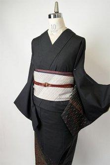 黒地に絣ジオメトリック付下げ柄モダンな正絹紬袷着物