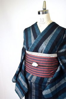 宵闇色のストライプモダンな正絹紬袷着物