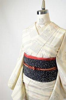 象牙色地にアラベスク花ボーダー美しい正絹紬単着物