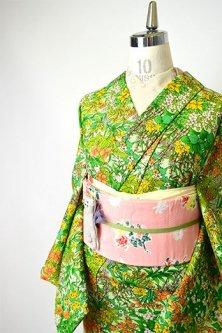 グリーンとソレイユオレンジのボタニカルデザイン美しいウール若草紬単着物