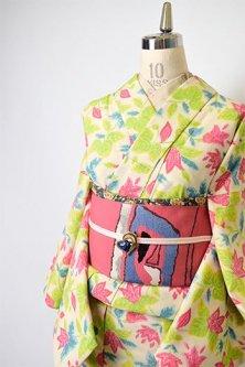 アイボリーに絵本のようなボタニカルデザイン愛らしいウール単着物