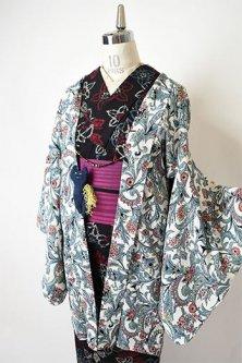 アイボリーにビアズリーの挿絵のようなアラベスク装飾模様美しいレトロ羽織