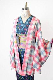 アイボリーにいちごシロップピンクとグレーの水彩チェックモダンなレトロ羽織
