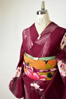 ワインレッドに薔薇と孔雀の羽根美しいアンティーク袷着物