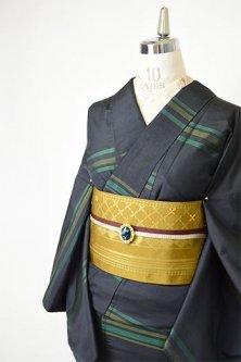 チャコールブラックにグリーンボーダーモダンな正絹紬袷着物